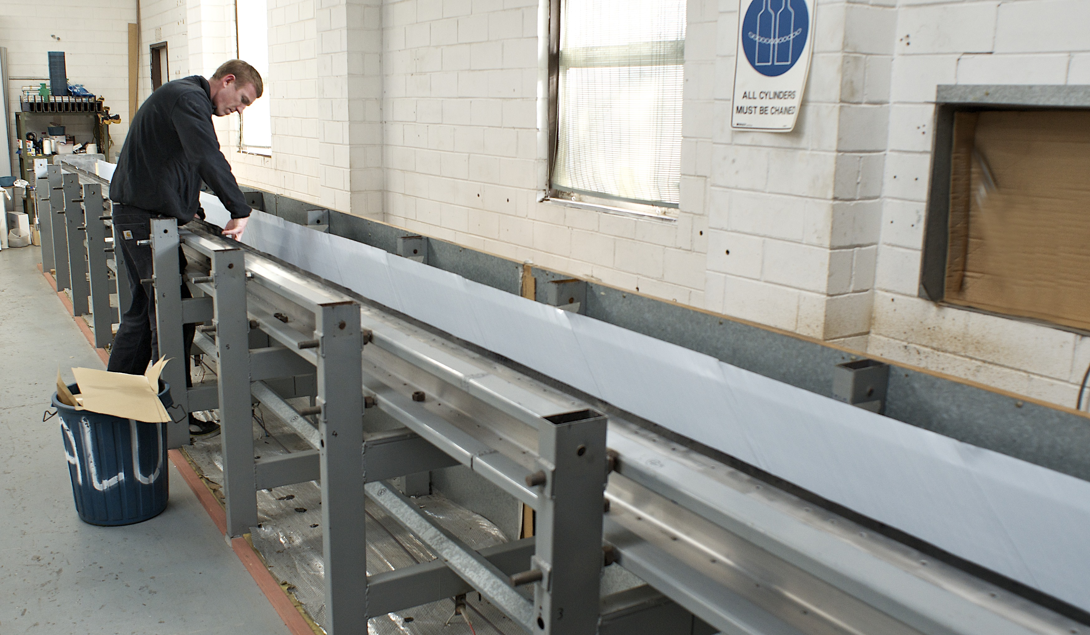 Laying up a wide-span carbon fibre gantry
